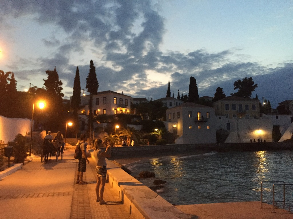 Beautiful walk from the old harbour to the new one in Spetses