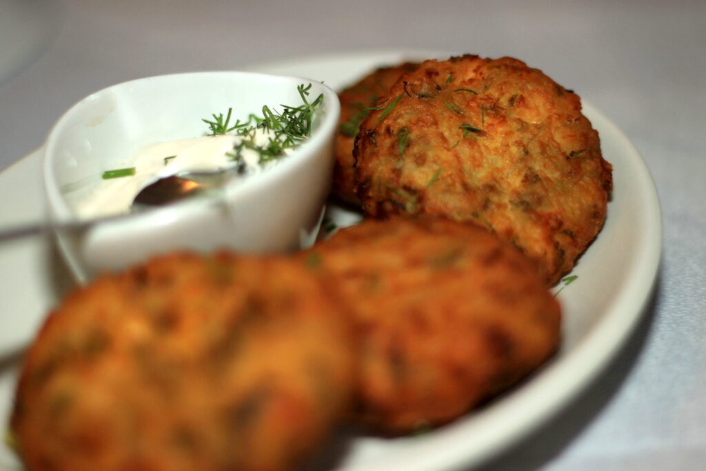 Kolokithokeftedes (courgette fritters)